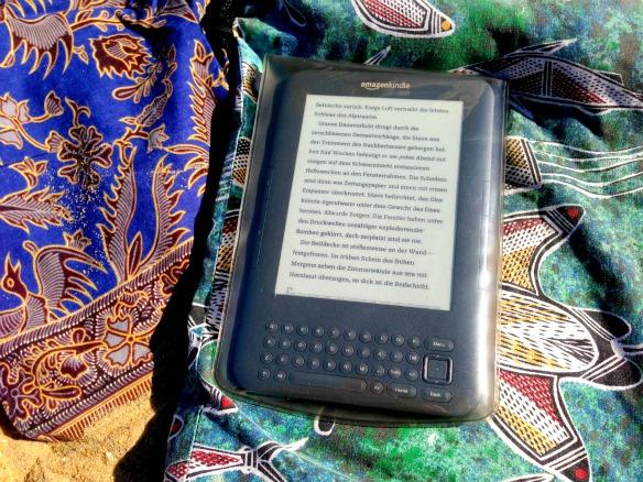 Kindle am Strand (Reiseblog und Foodblog Travel on Toast)