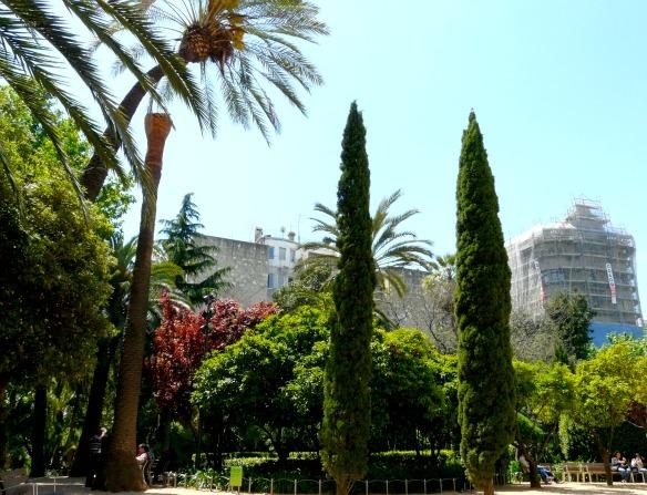 Barcelona: Garten in der Innenstadt