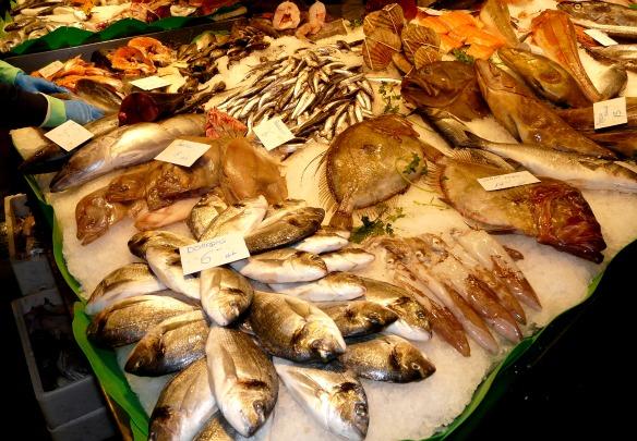 Fischstand auf dem Mercat de la Boqueria