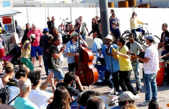 Straßenmusiker in Barcelona (Reiseblog und Foodblog Travel on Toast)