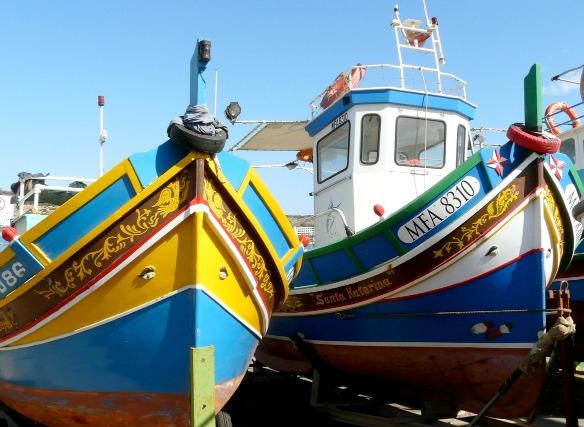 Bunte Fischerboote (Luzzus) in Malta