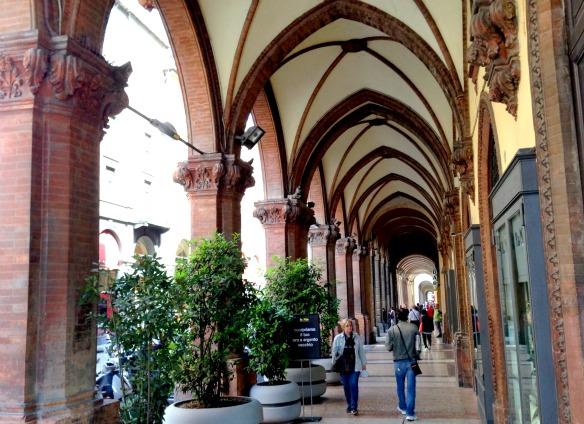 Hübsche Arkaden in Bologna