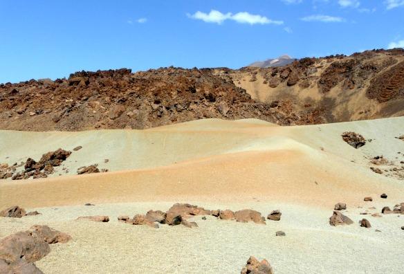 Bunter Vulkansand auf Teneriffa