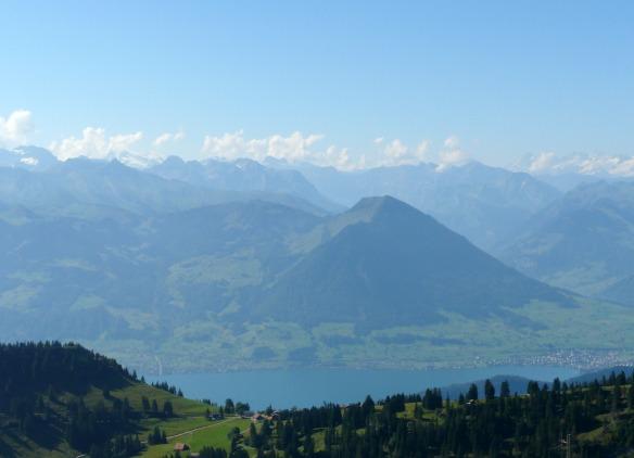 Travel on Toast, Reiseblog, Reiseblogger, Travelblog, Travelblogger, Foodblog, Foodblogger, Schweiz, Switzerland, Luzern, Lucerne, Vierwaldstättersee, Lake Lucerne, Ausblick Rigi