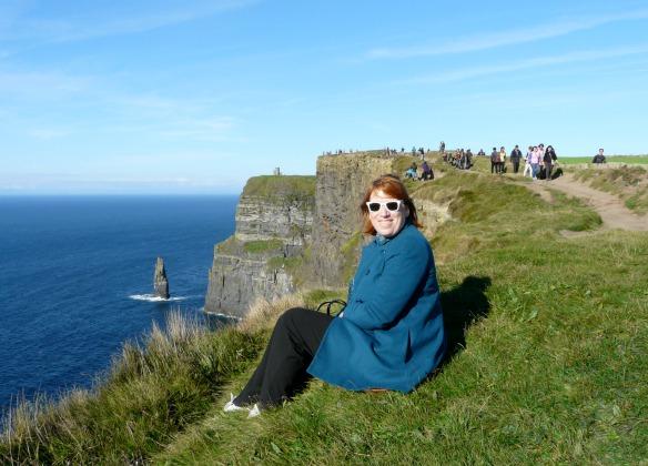 Reiseblogger Anja Beckmann bei den Cliffs of Moher in Irland