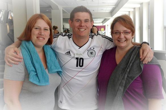 Reiseblogger Anja Beckmann (links) mit Personal Trainer