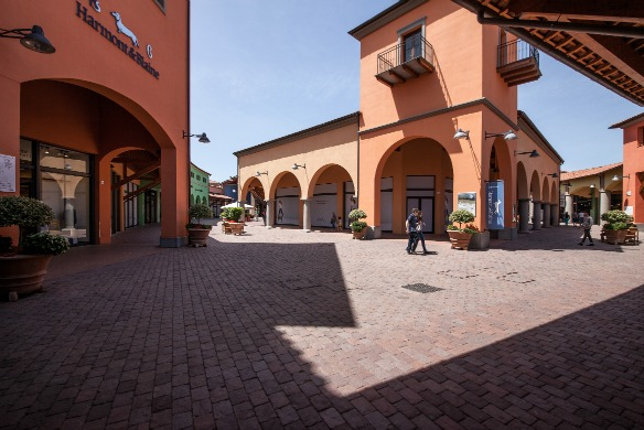 Valdichiana Outlet Village - Reiseblog Travel on Toast