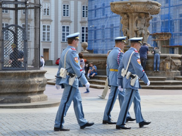 Foto 17 - Wachwechsel im Burghof in Prag