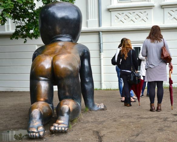 Foto 6 - Krabbelnde Kleinkinder von David Černý in Prag