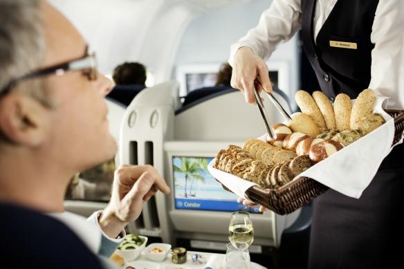 Essen im Flugzeug bei Condor
