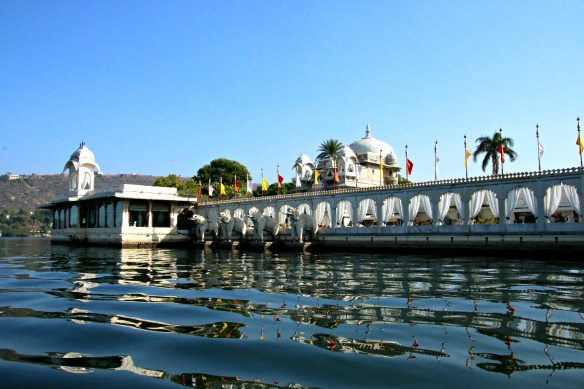 15 Udaipur Bootstour - Insel