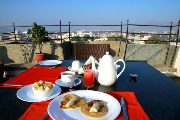 3 Frühstück mit Blick auf Udaipur