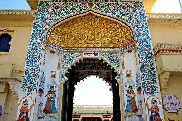 9 Udaipur City Palace - Tor