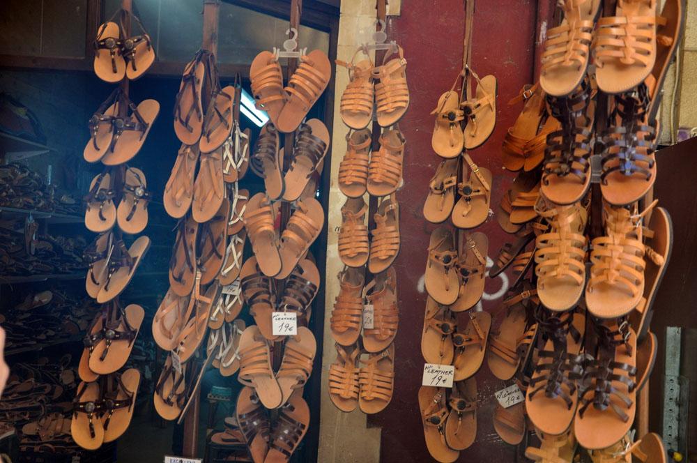 6 Chania Ledergässchen Sandalen