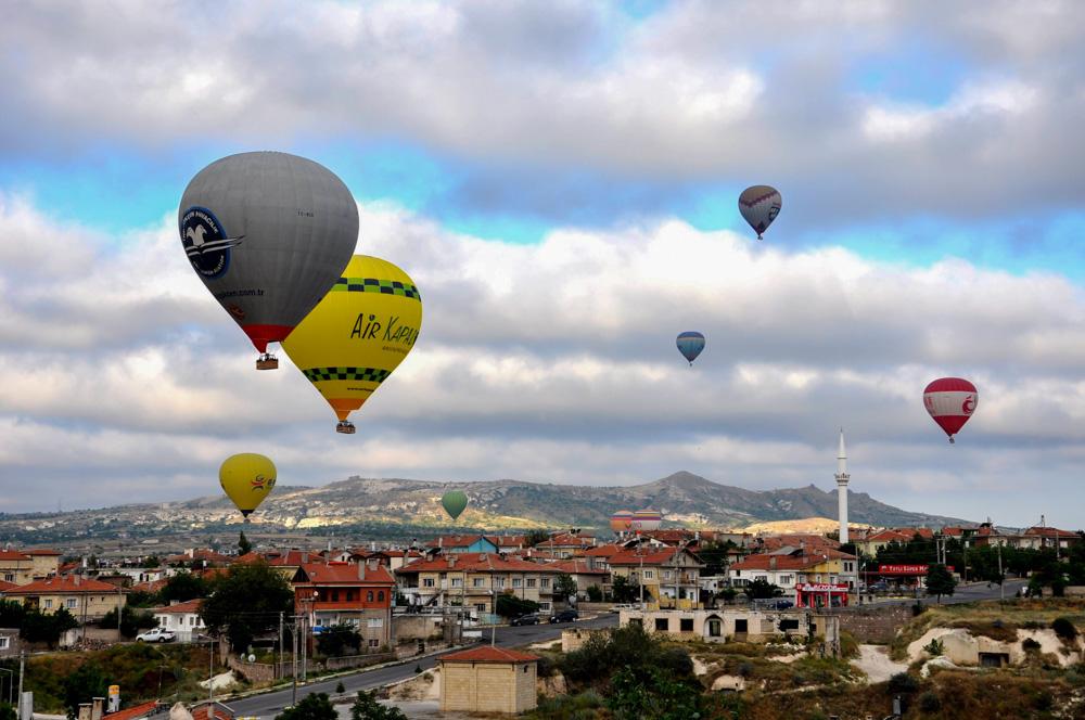 Ballons beim Hotel