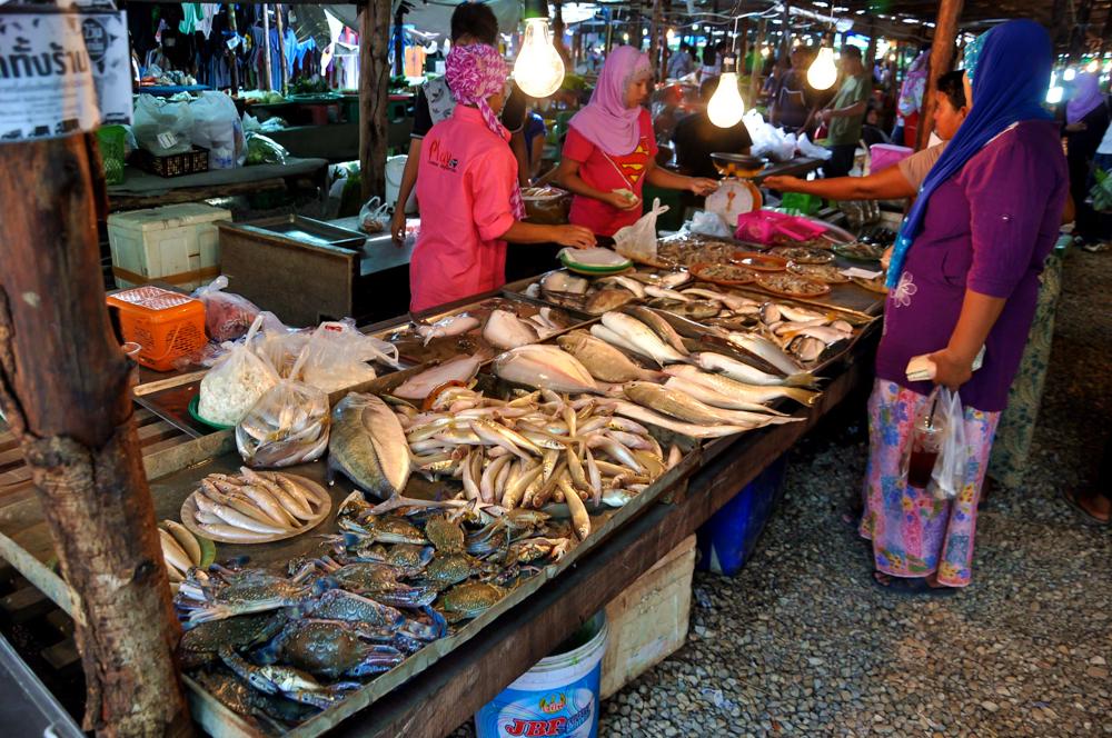 Markt Klong Haeng Fischtheke