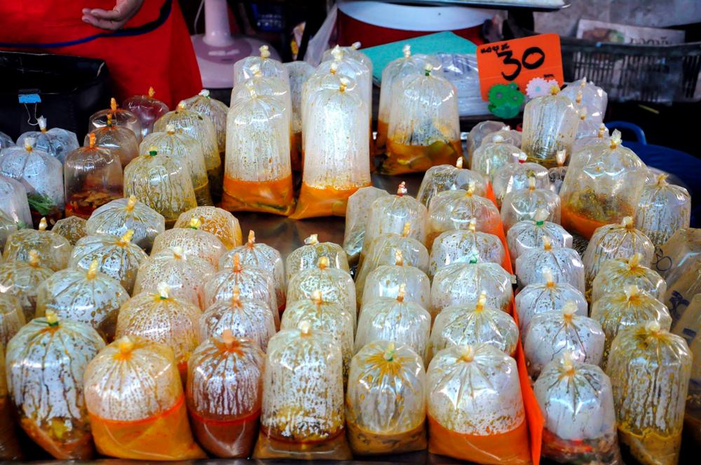 Thaigerichte in Tüten zum Mitnehmen