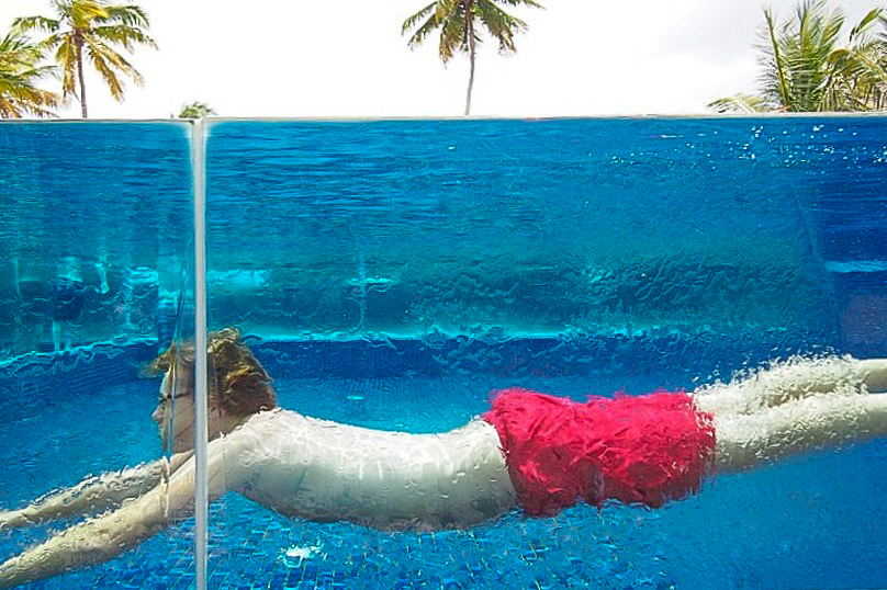 Gläserner Infinity Pool