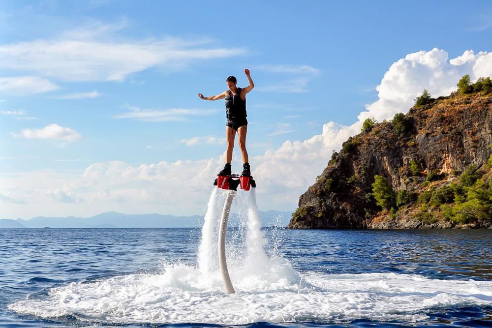 Reiseblogger Ann-Kathrin beim Flyboarden