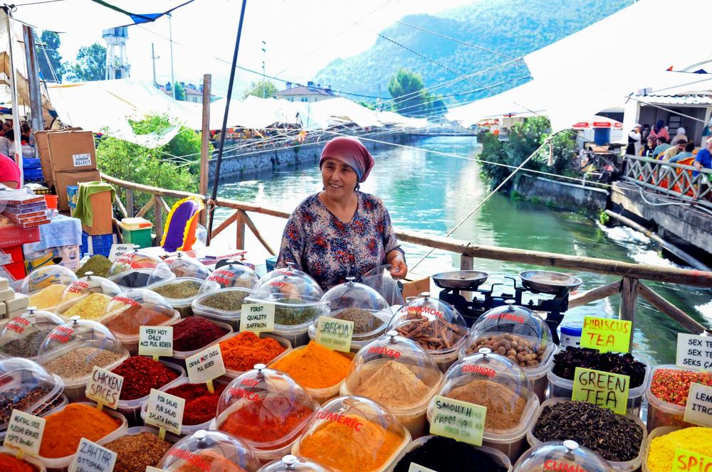 Marktfrau Fethiye Türkei