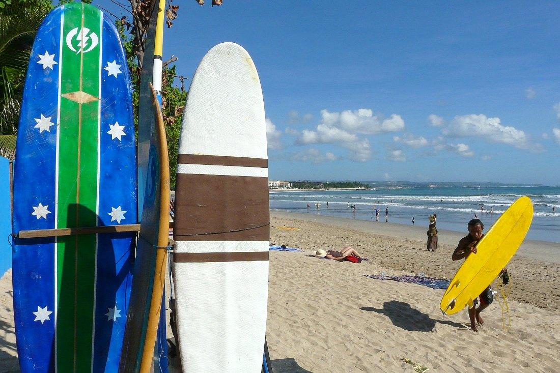 Surfer auf Bali Surfen Kita