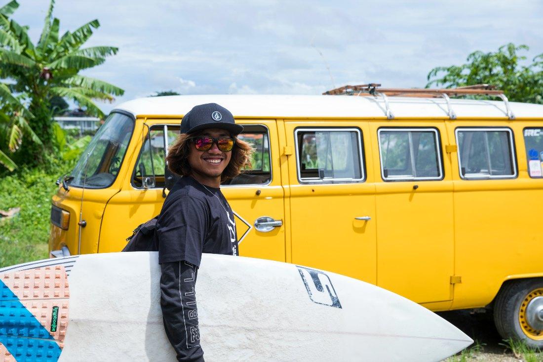 Surfer auf Bali Indonesien