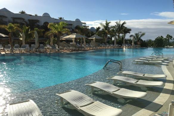 Pool im Hotel Princesa Baiza