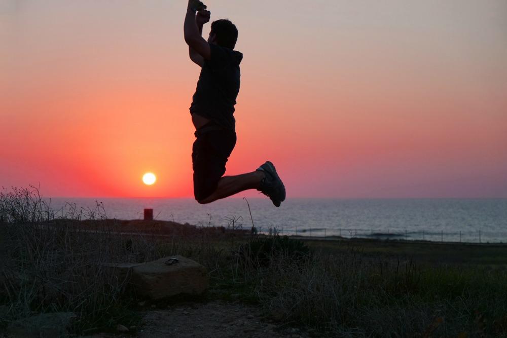 Zypern Luftsprung Sonnenuntergang Reiseblogs