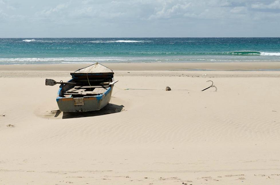 2-afrika-mosambik-strand-tofo-c-arianebille