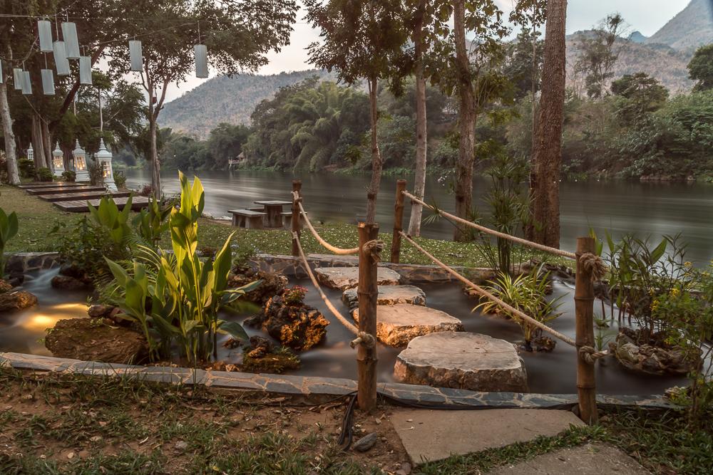 6-Mida-Resort-Kanchanaburi-Parkanlage-Flussufer