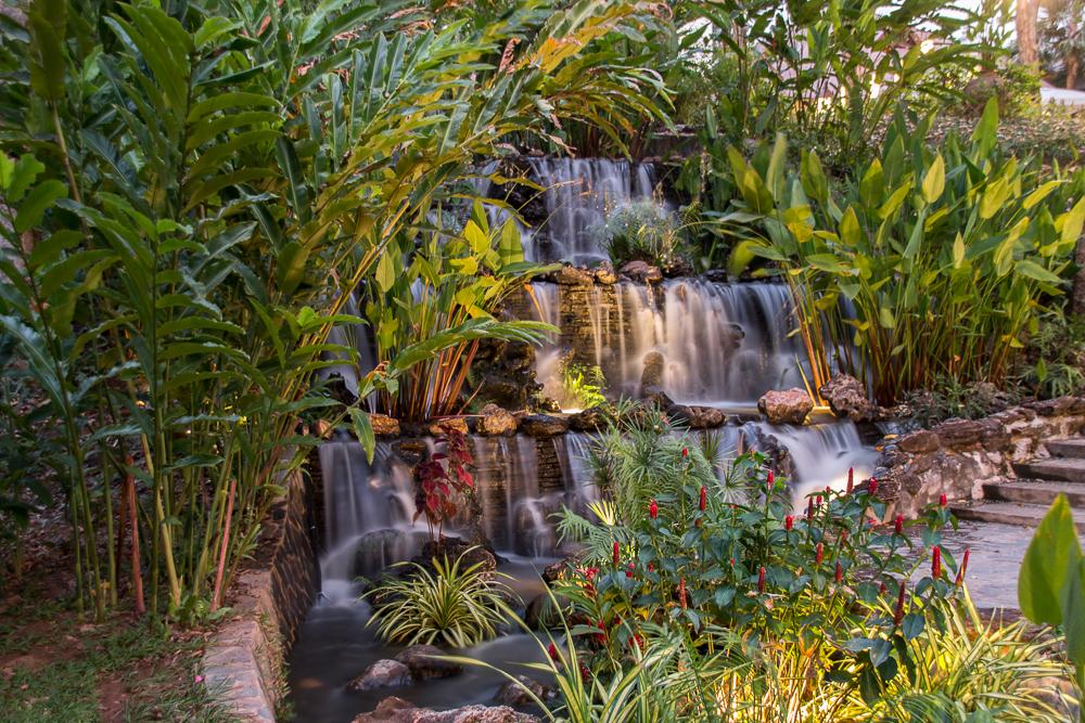 7-Mida-Resort-Kanchanaburi-Parkanlage-Wasserfall