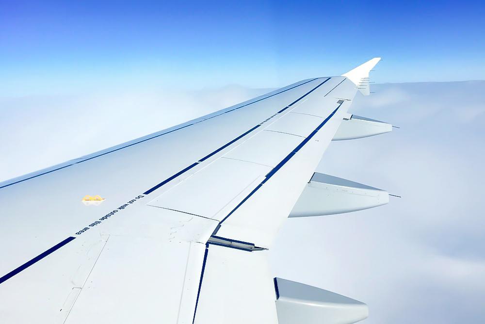 Flugzeug Flieger Stewardess Flugbegleiterin Reiseblogger