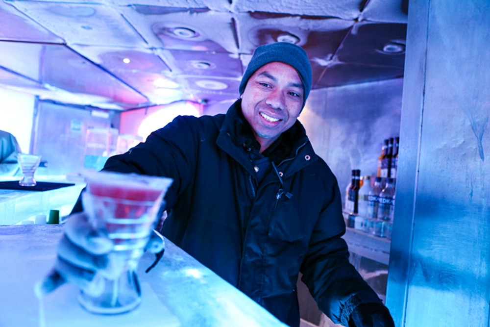 16 Norwegian Epic Icebar