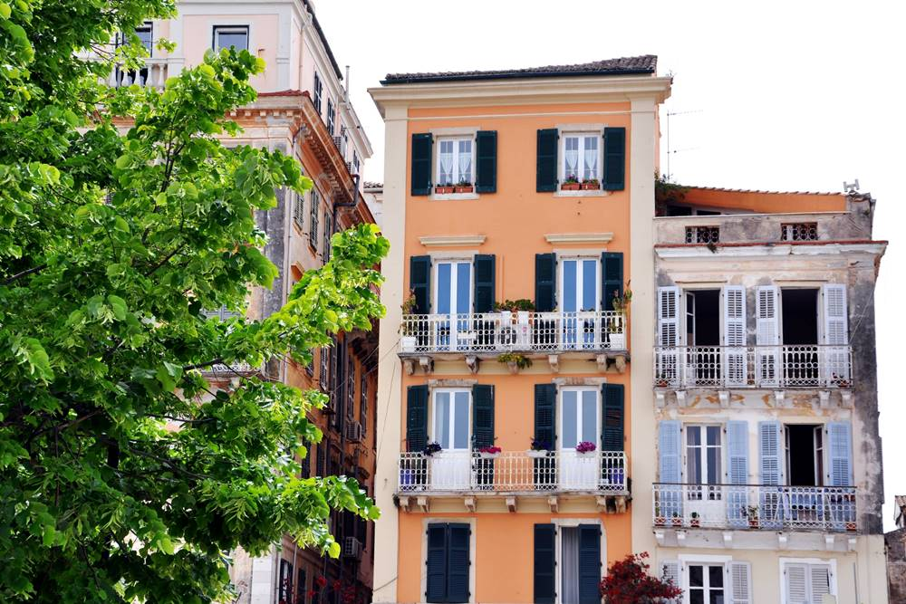 3_Fassaden Balkone Korfu Stadt Altstadt