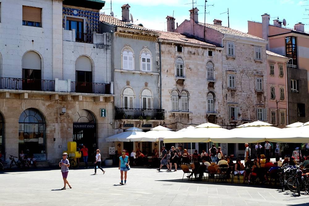Bild 26 Pula Cafés Istrien Kroatien