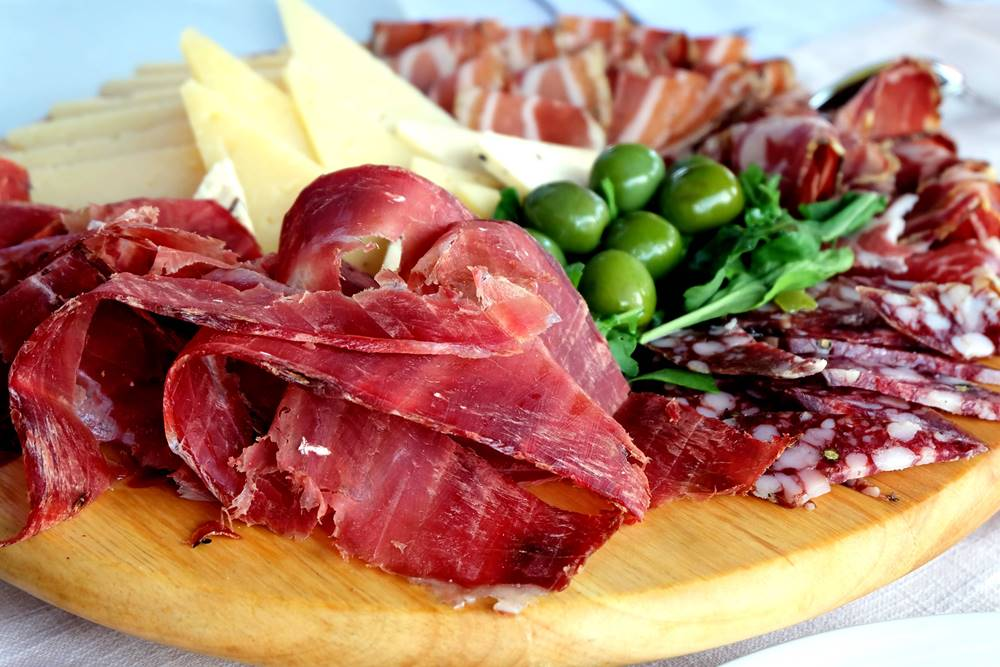 Bild 3 Schinken Käse Oliven Essen Istrien Kroatien