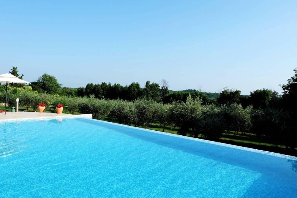 Bild 30 Hotel San Rocco Pool Garten Olivenbäume Kroatien