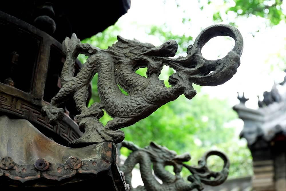 16 Drache Taiqing Gong Tempel Laoshan Gebirge Shandong China