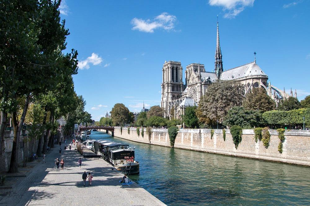 Kathedrale Notre-Dame de Paris Sommer Seine