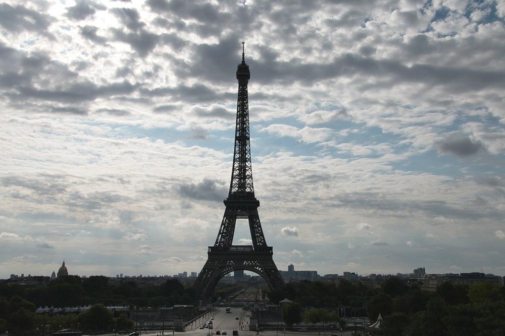 Paris Eiffelturm Sommer Wolken