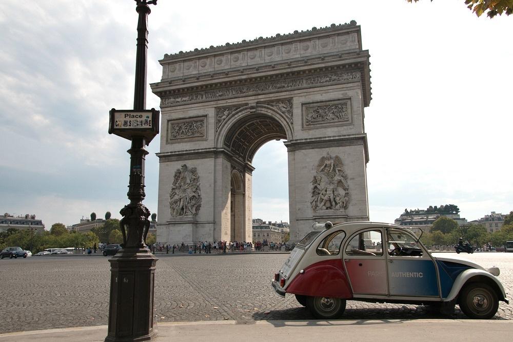 Paris Triumphbogen Ente 2CV