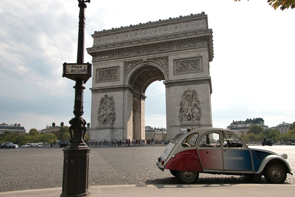 Paris Triumphbogen Ente 2CV Sommer August