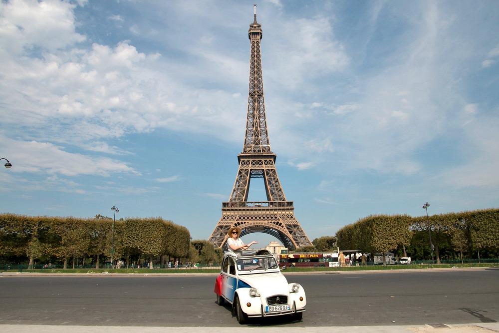 Reiseblogger Anja Beckmann Luxusreiseblog Travel on Toast Paris Eiffelturm 2CV Ente