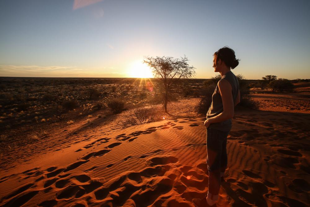 20-afrika-namibia-kalahari-wueste-sonnenuntergang-reiseblogger