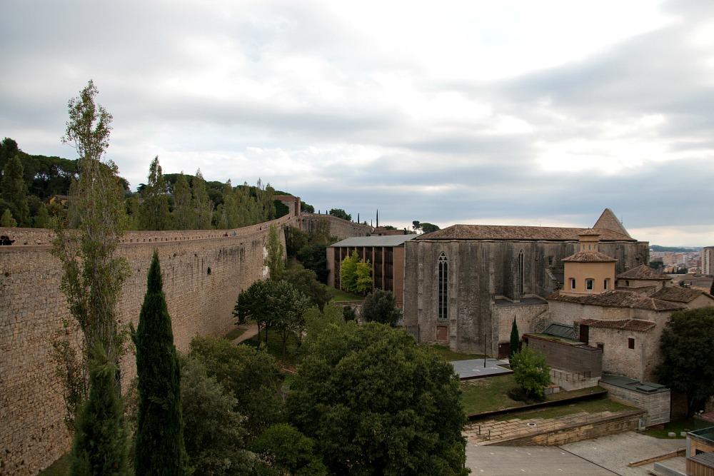 stadtmauer-muralla-de-girona-spanien_