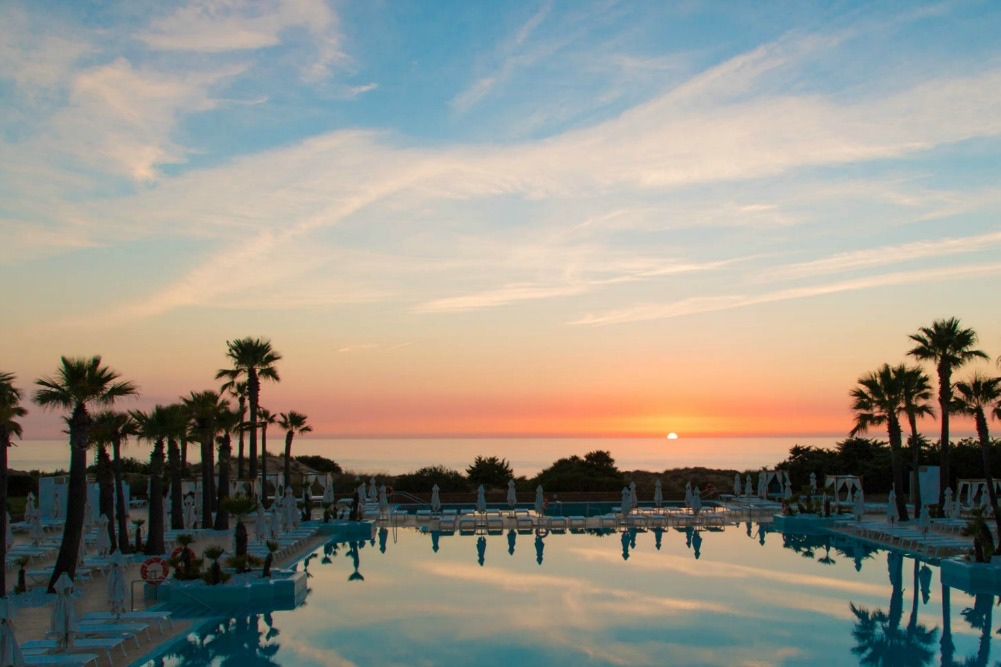 1-spanien-andalusien-hotel-iberostar-andalucia-playa-pool-sonnenuntergang