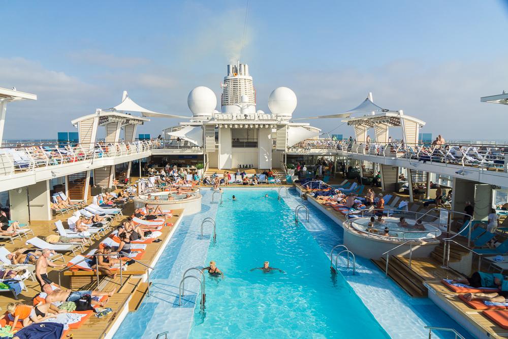Mein Schiff 5 Pool und Sonnendeck
