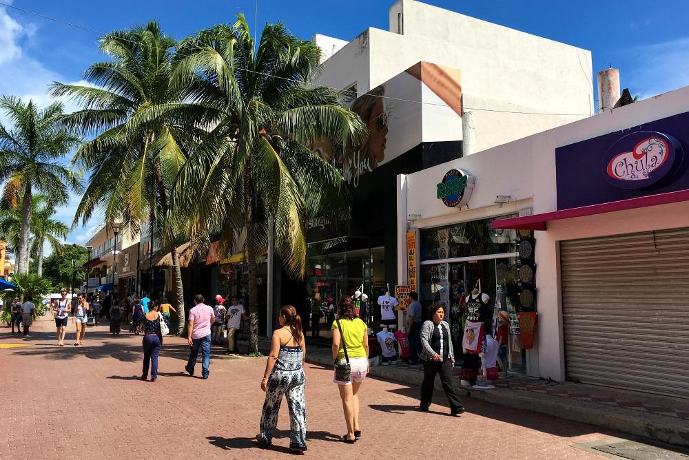 Einkaufsstraße 5th Avenue (Avenida Quinta) in Playa del Carmen