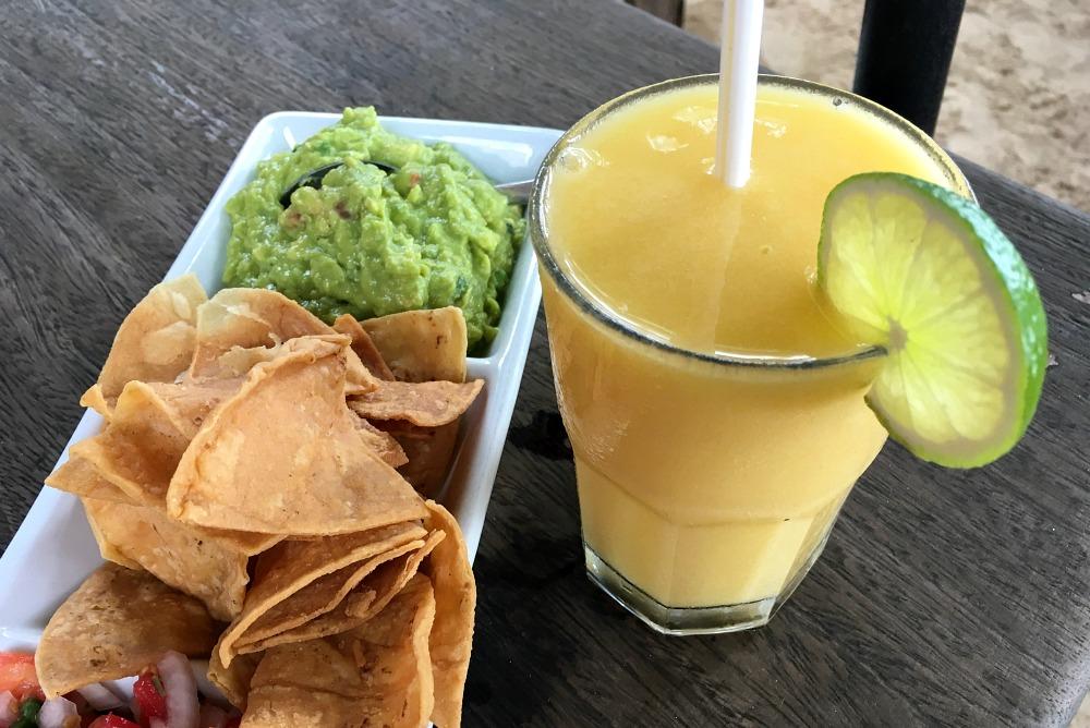 Guacamole und Margarita in Playa del Carmen, Mexiko