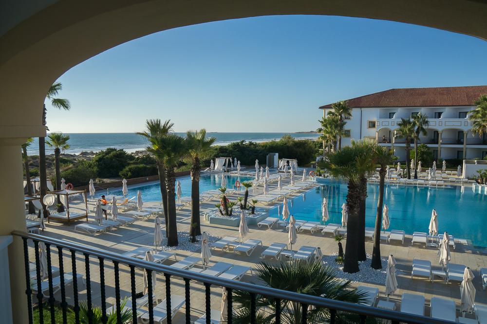 6-spanien-andalusien-hotel-iberostar-andalucia-playa-pool-luxusreiseblog